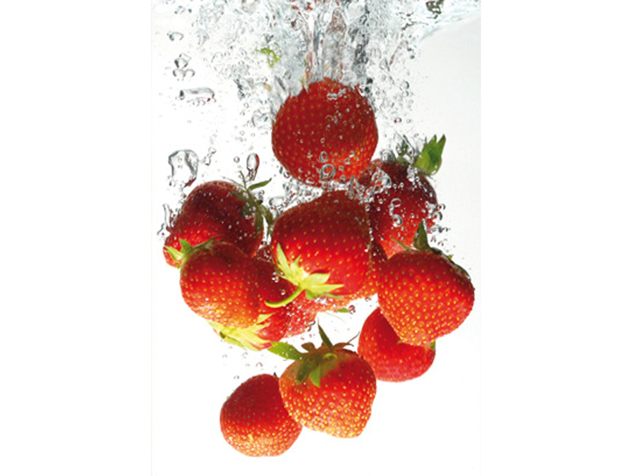 Fototapeet STRAWBERRY BATH